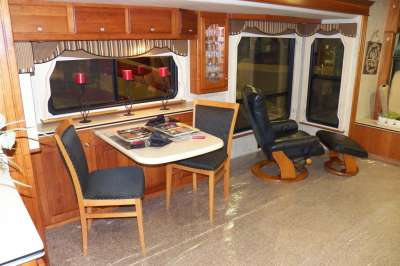 Addtional photo of 2004 INTRIGUE SUITE SERENADE 40'