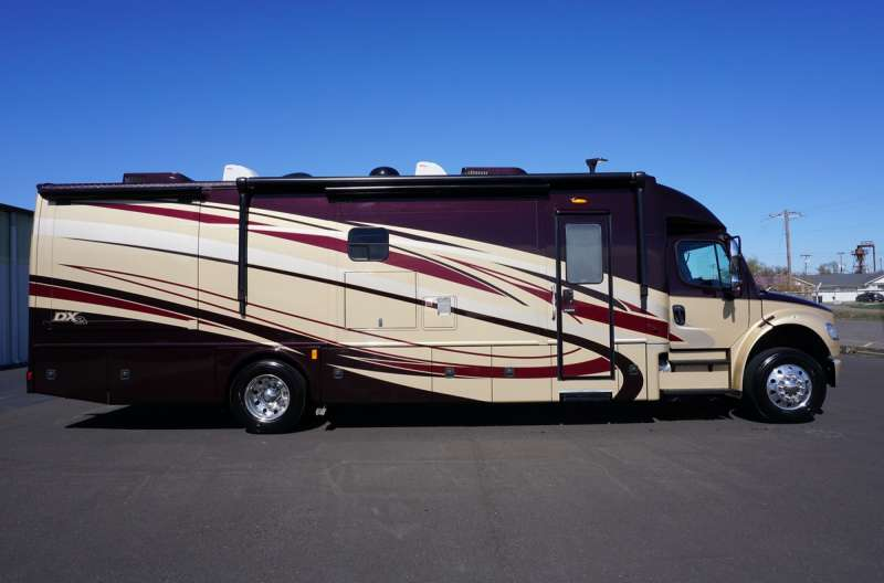Exterior photo of 2015 DYNAMAX DX3 36FKS