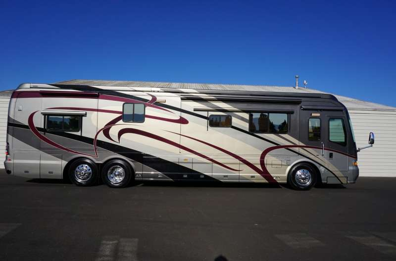 Exterior photo of 2006 MAGNA VAN GOGH 42'