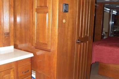 Addtional photo of 2008 MONACO DYNASTY 45'