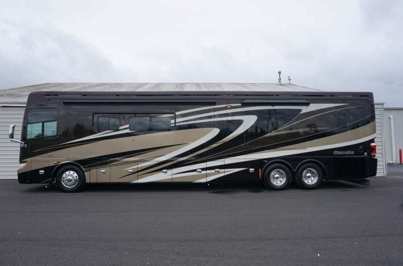 Exterior photo of 2014 TIFFIN ALLEGRO BUS