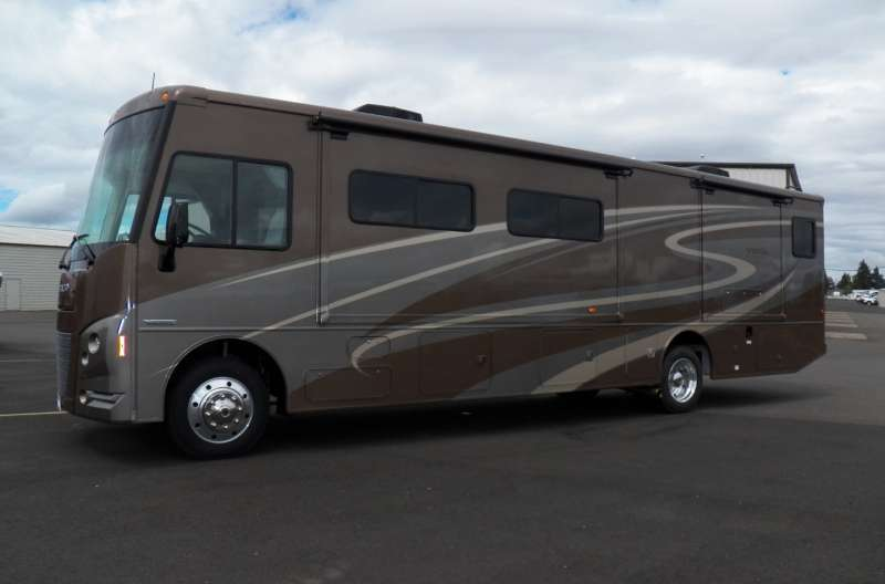 Exterior photo of 2015 WINNIE VISTA 35B