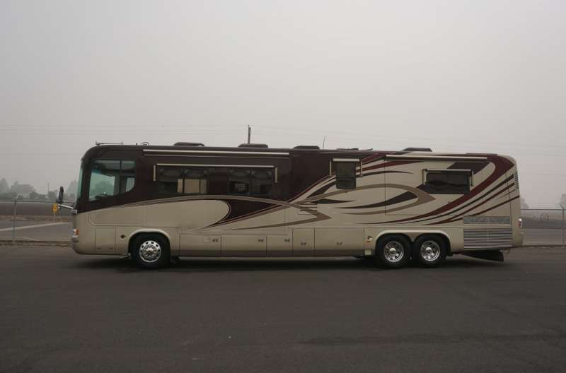 Exterior photo of 2006 MONACO EXEC 45'