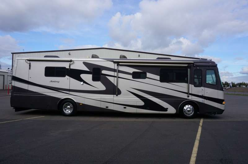 Exterior photo of 2004 BEAVER MONTEREY 40'