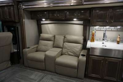 Addtional photo of 2020 FLEETWOOD DISCOVERY 44
